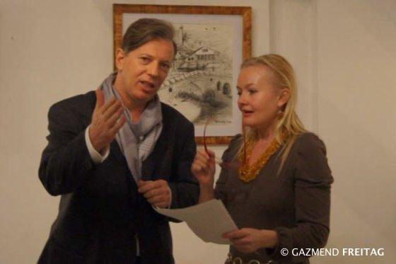 Gazmend Freitag, Waltraut Scheutz bei der Vernissage in der Galerie-halle Linz