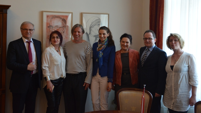 Photo: Roland Bimo, Iliriana Ajeti, Gazmend Freitag, Keti Berisha, zj. Hanku, Arten Hanku, Sonjuschka