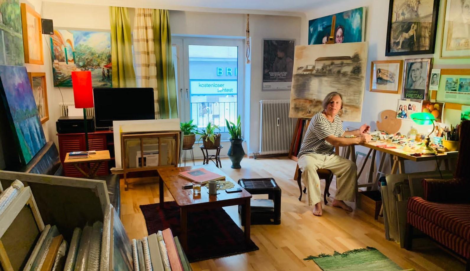 Gazmend Freitag in seinem Atelier in Linz, Österreich, 13. November, 2020. © Wilson Holz / LINZA Magazin